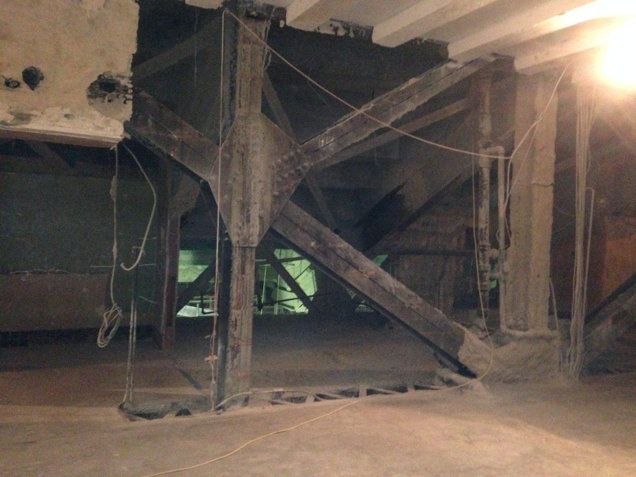 Steel support girders under balcony